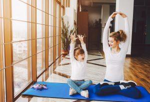 Подарете им ја јогата на своите деца
